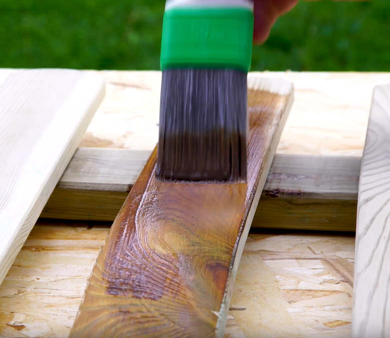 How to restore a poorly maintained fence to get a stained effect
