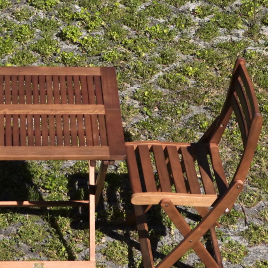 How to give your wooden garden furniture a natural effect
