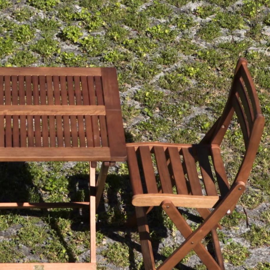 Verniciare gli arredi da giardino con effetto naturale